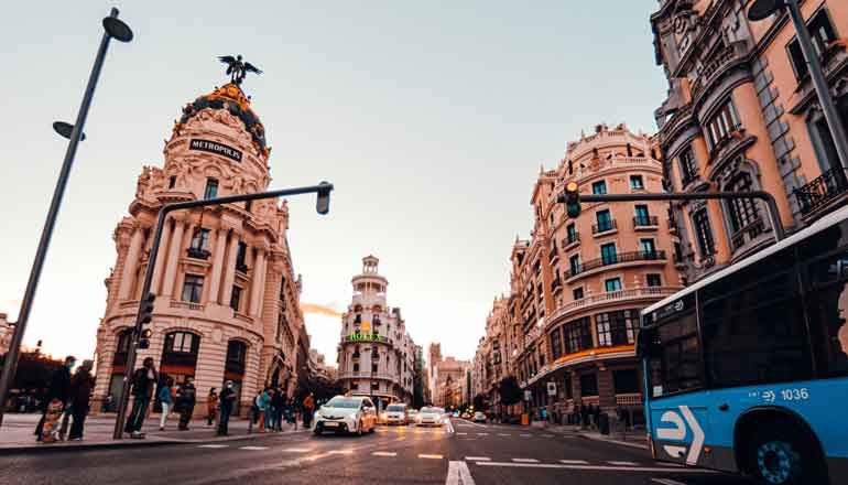 You are currently viewing How to buy an apartment in Madrid if you're abroad and can't travel